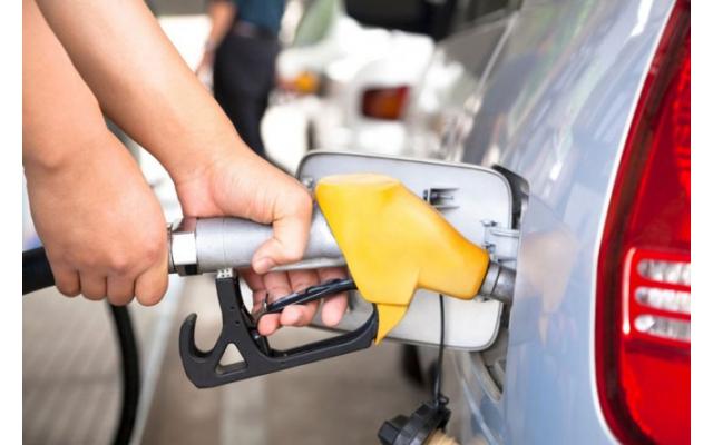 最新油价调整消息 3月14日汽、柴油调价或迎年内首度搁浅