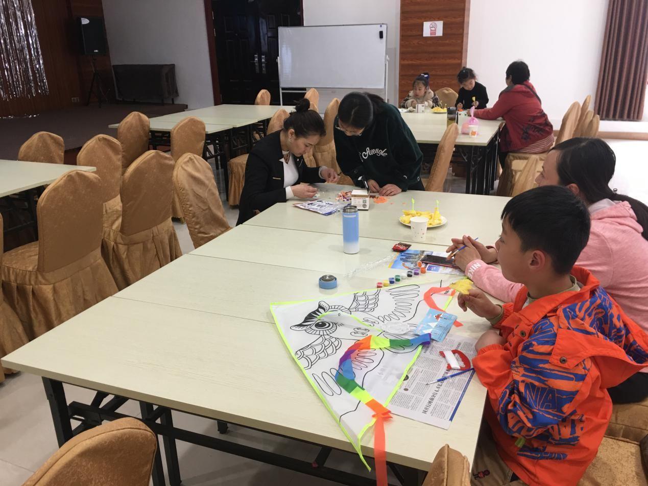 中经国富开封:手工DIY风筝 放飞快乐、幸福成长